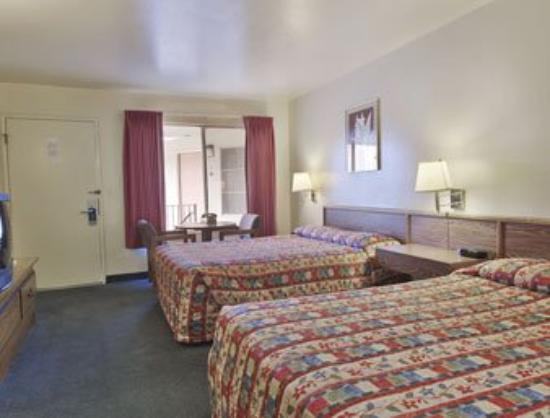 Surf City Inn & Suites: Guest Room