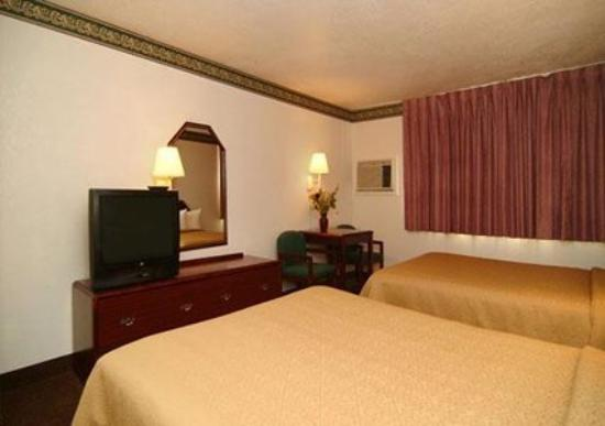 Quality Inn Auburn: Guest Room (OpenTravel Alliance - Guest room)