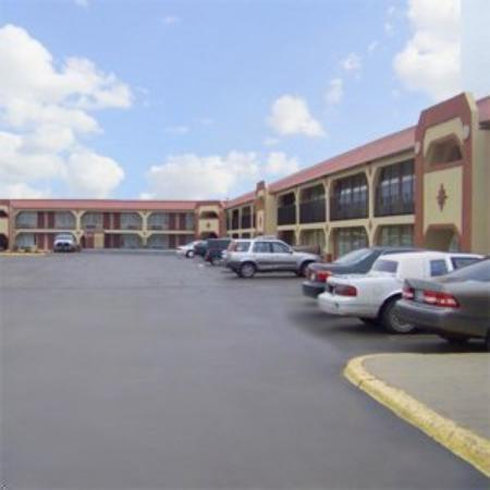 Photo of Traveler's Inn & Suites Oklahoma City Airport