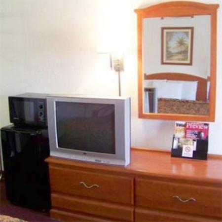 Traveler's Inn & Suites Oklahoma City Airport: Travelers Inn &Amp;Suites Oklahoma City Okroom Ame