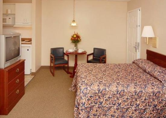 Sun Suites of Gautier: Guest Room