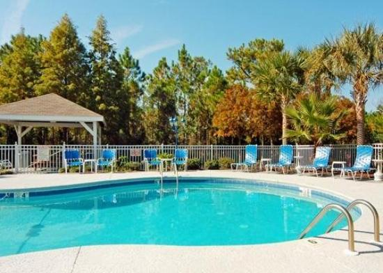 Sun Suites of Gautier: Pool