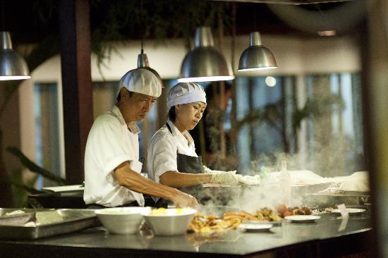 Tiara Labuan Hotel: Pool Side Buffet