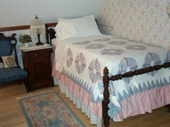 The Garden Cottage Bed and Breakfast: Guest Room
