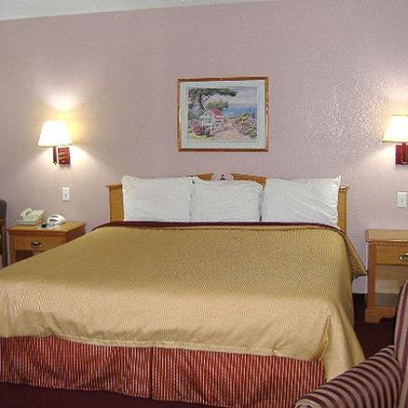 Victorian Inn North Columbus King Bed