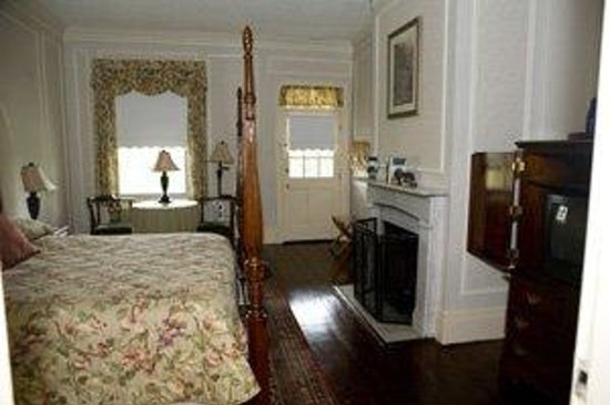 Kent Manor Inn: Some Rooms with Woodburning Fireplaces Grace Four King Rooms