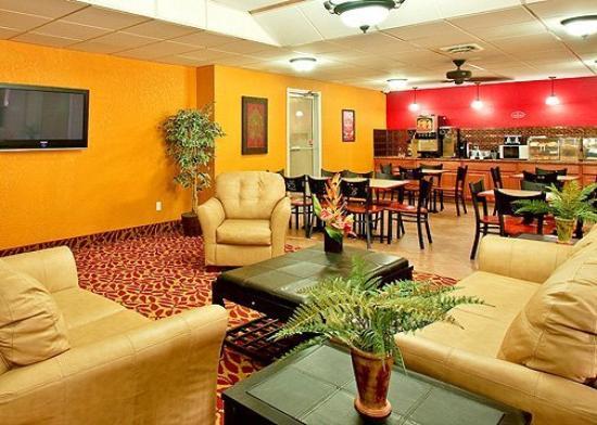 Econo Lodge Inn & Suites Walnut: Lobby