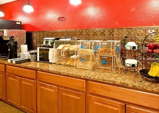 Econo Lodge Inn & Suites Walnut: Restaurant