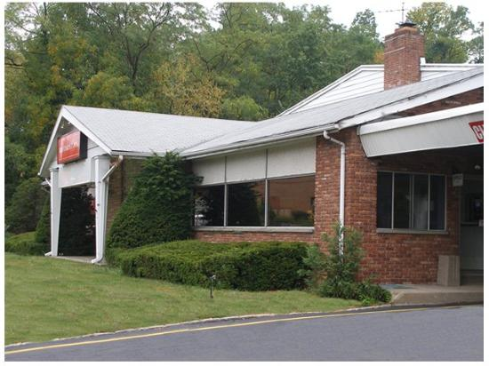 Red Carpet Inn Morris Plains: Exterior -OpenTravel Alliance - Exterior View-