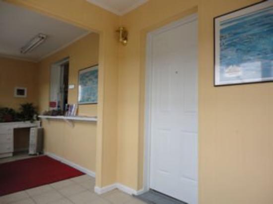 Royal Inn Motel: Lobby