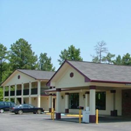 Budget Inn & Suites Talladega: Exterior View