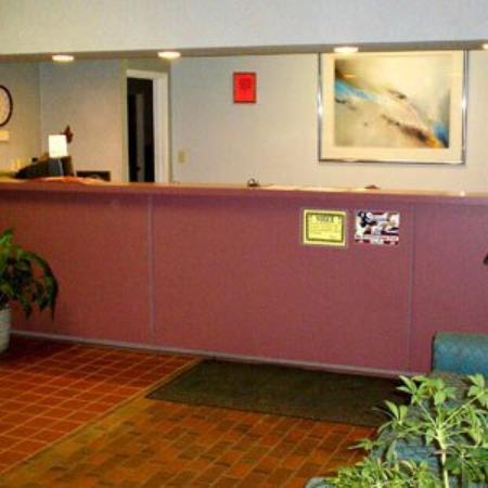 Budget Inn & Suites Talladega: Lobby view