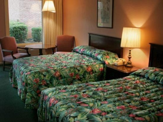 Econo Lodge Inn & Suites: Doubles