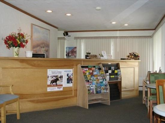 Sunrise Motor Inn: Reception Area