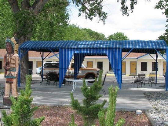 Sunrise Motor Inn: Outside Patio
