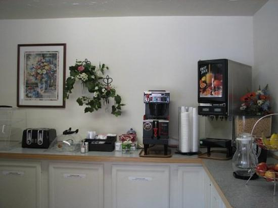 Sunrise Motor Inn: Breakfast Area