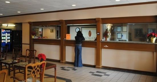 Real Value Inn : Front Desk