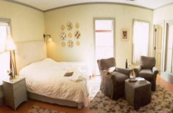 The Porches Inn at MASS MoCA: Guest Room