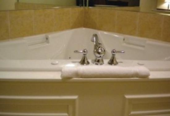 Tuscaloosa Extended Stay Hotel: Whirlpool Suites