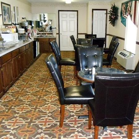 Clairmont Inn and Suites: Breakfast Area