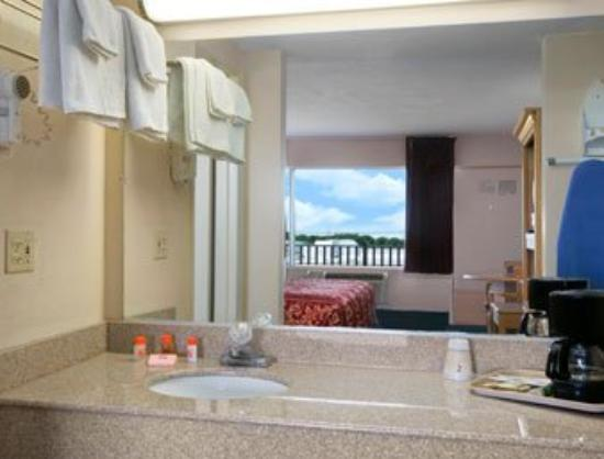 Bayview Inn & Suites Atlantic City: Bathroom