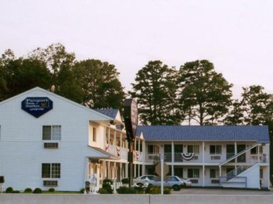 Passport Inn & Suites: Exterior View