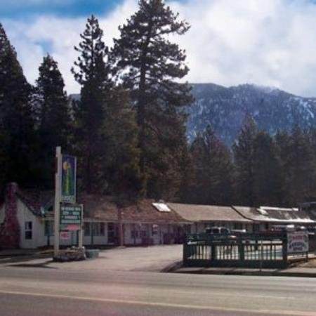 Pinewood Inn: Exterior View