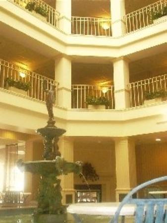 Atrium lobby picture of bella vista suites lake geneva for Design hotel 16 geneva