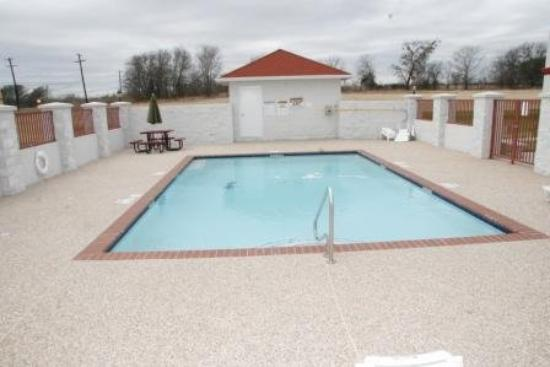Budget Host Inn & Suites Cameron: Pool