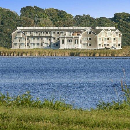 Newport Beach Hotel and Suites : Exterior