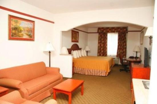Budget Host Inn & Suites Cameron: Picture Of Motel