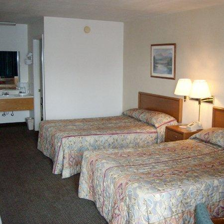 Brass Door Motel: Guest Room