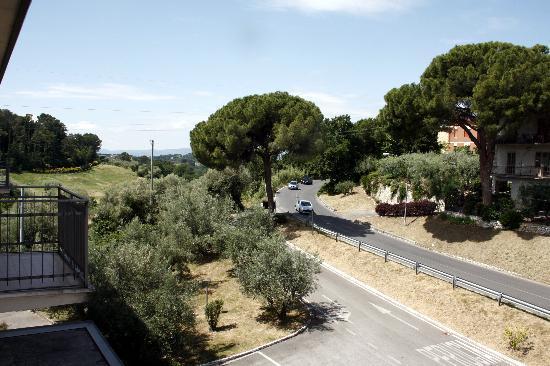 Hotel Tirrenus Perugia: Veduta dalla stannza