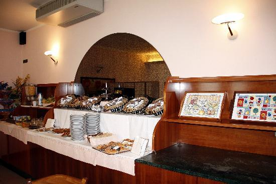 Hotel Tirrenus Perugia: Buffet colazione
