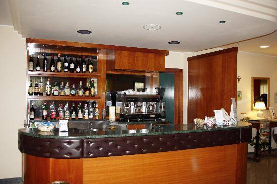 Hotel Tirrenus Perugia: Bar