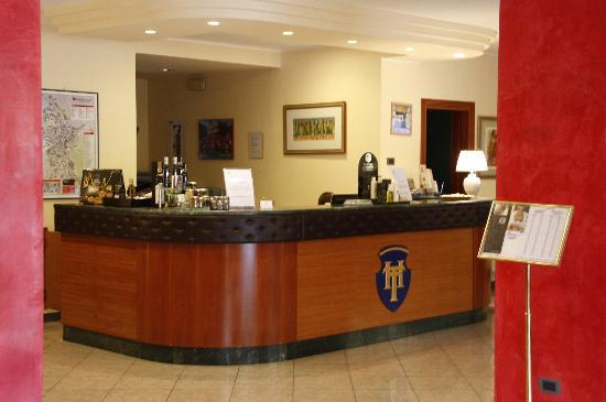 Hotel Tirrenus Perugia: Reception