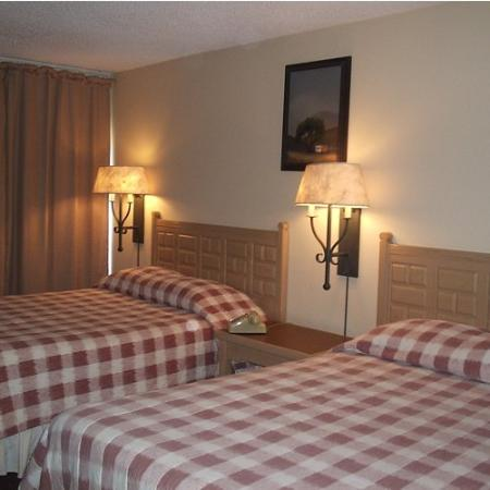 ValStay Inn & Suites: Room with 2 Q Beds