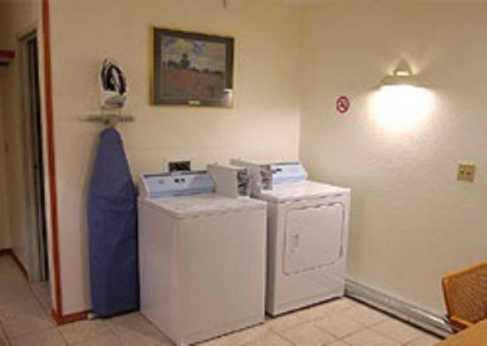 Snooz Inn Wilsonville: Laundry