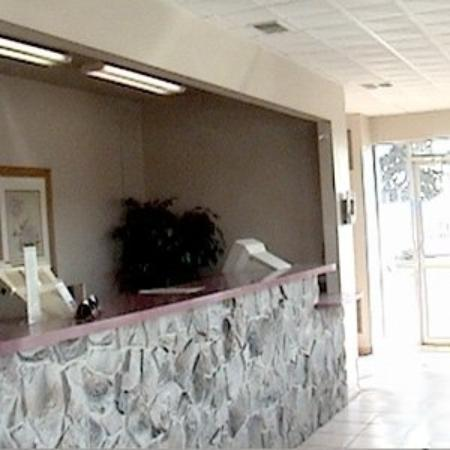 Economy Lodge and Suites: Lobby View