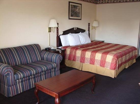 Royal Inn Anniston: Guest Room