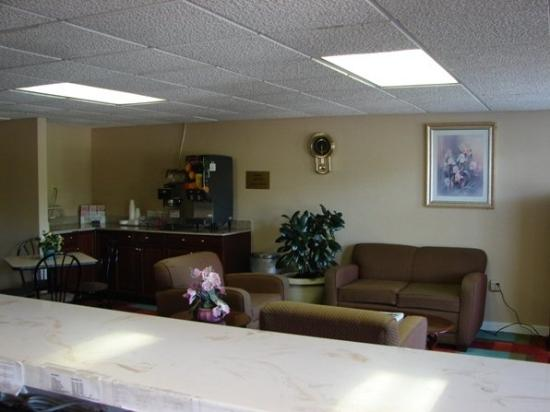 Royal Inn Anniston : Breakfast Area