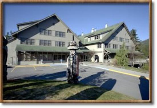 Cape Fox Lodge: Hotel Exterior Entry