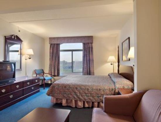 Magnuson Grand Hotel: Guest Room