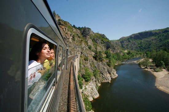 Langeac, Francja: Train Touristique sur le viaduc de Chapeauroux