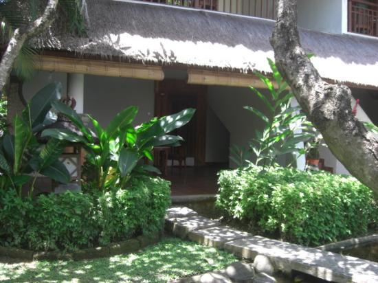 Sativa Sanur Cottages: 部屋の入り口