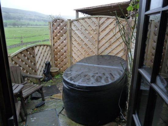 Stoney End  B & B: hot tub