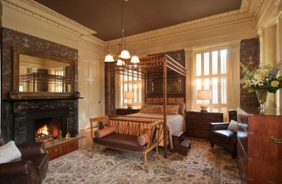 Indigo Inn: Commodore Room Queen Bedroom
