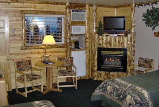 Tahoe Valley Lodge: Bears Den (3 beds)