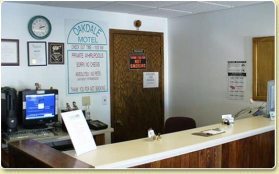 Oakdale Motel: Lobby
