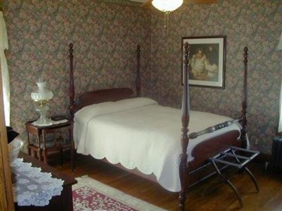 Dearborn Bed and Breakfast: Other Hotel Services/Amenities